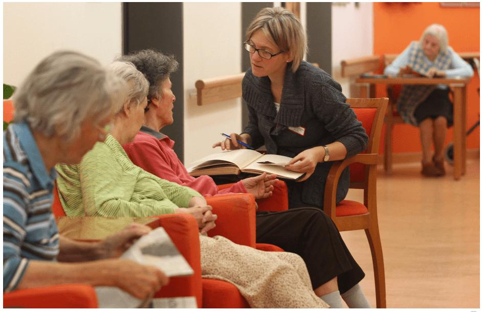 Alzheimer: seis de cada 10 cuidadores de pacientes enferman