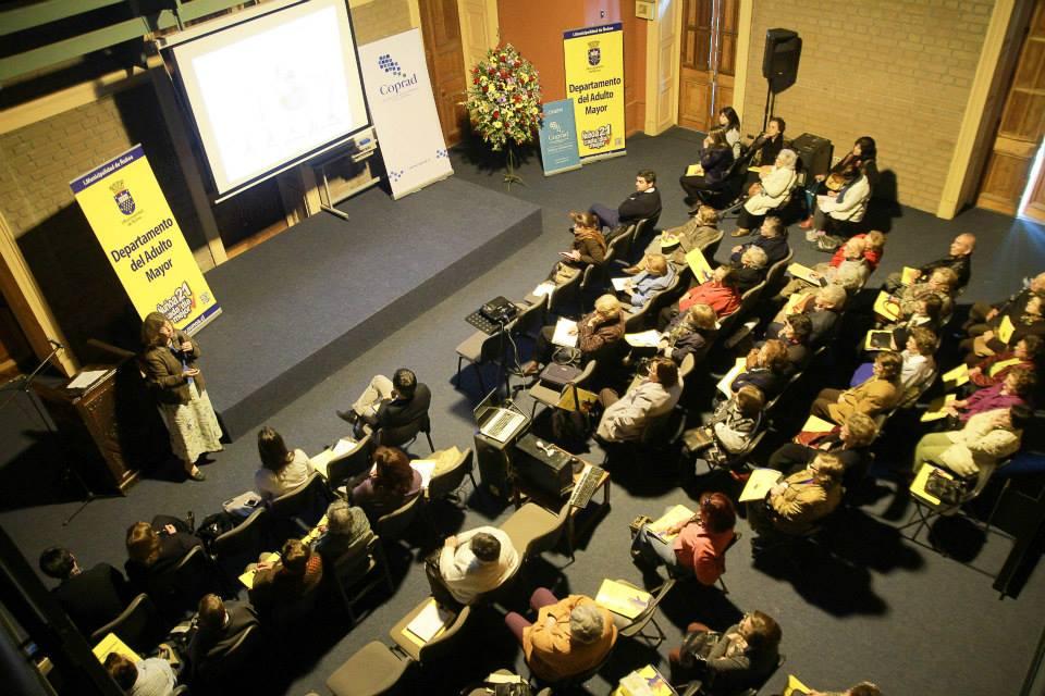 """Municipalidad de ñuñoa realizó seminario """"el Alzheimer y la persona"""""""
